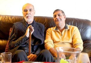 عباس شکری (راست) ـ منصور کوشان عباس شکری در کنار زنده یاد منصور کوشان