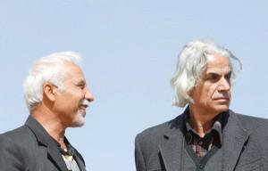 علی باباچاهی و علی اصغر معصوم بیگی در مراسم تدفین علیشاه مولوی