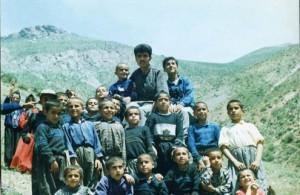 فرزاد کمانگر در میان شاگردانش