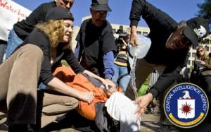 واتربوردینگ یکی از شکنجه هایی ست که سیا در گوانتانامو از آن استفاده می کرده و با ریختن آب روی صورت زندانی به او حس غرق شدن دست می داده. فعالان ضد جنگ این شکنجه را در انظار عموم به نمایش گذارده اند تا نفرت انگیز بودنش را نشان دهند