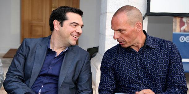 از راست: یانیس واروفاکیس،(وزیر دارایی یونان)، الکسیس سیپراس رئیس جمهور