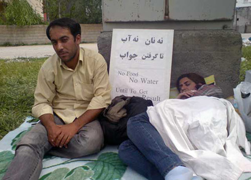 پناهندگانی که در اعتراض به بلاتکلیفی اعتصاب غذا کرده اند