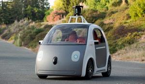 یکی از اتوموبیل های بی سرنشین گوگل