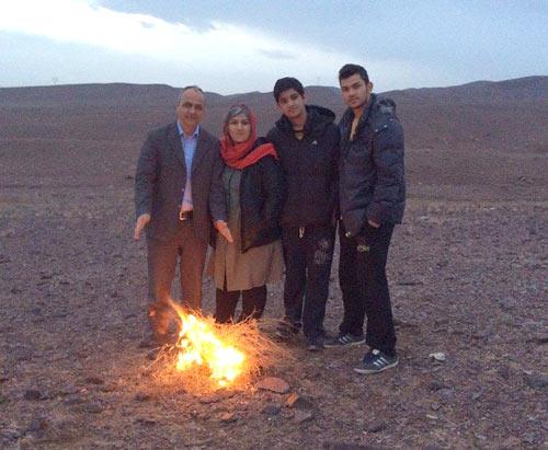 احمد زیدآبادی به همراه همسر و فرزندانش در گناباد