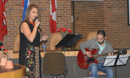 شیرین مهربد با گیتار بهروز ترانه هایی زیبایی اجرا کرد