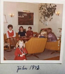 بورگهیلد(اول از چپ) در کنار خواهرش کریسمس 1972، دختر و نوه اش نیز در عکس دیده می شوند.
