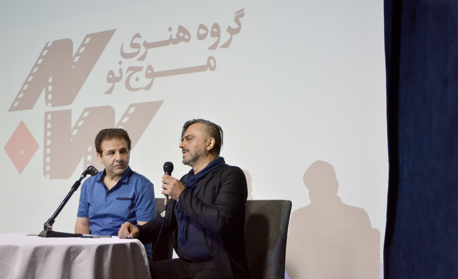 شاهین پرهامی (راست) در کنار عارف محمدی در بخش پرسش و پاسخ