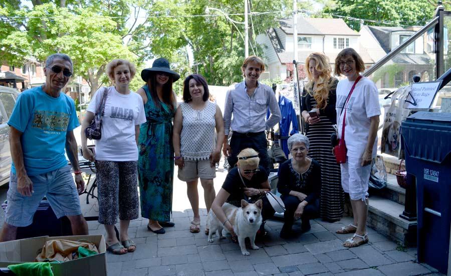 تیم وفا به همراه یکی از سگ های وفا که حالا دیگر ساکن تورنتو است