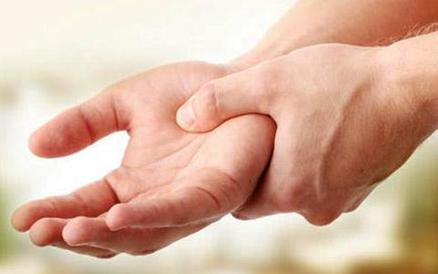 لرزش دست یا لرزش اساسی/ دکتر عطا انصاری