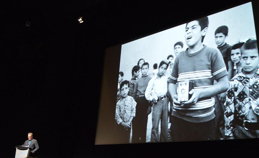 پیرس هندلینگ رئیس جشنواره فیلم تورنتو نمایی از فیلم مسافر کیارستمی را توصیف می کند