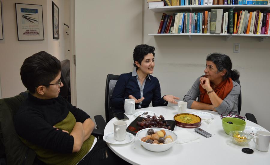 از راست: نیاز سلیمی، مهرنوش احمدی، الینا آذری